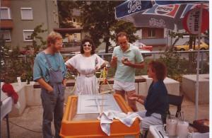 Frau Sawitzki, Frau Draesner am AWO Eisstand