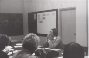 Hr. Kollmann bei einem Seminar, SW
