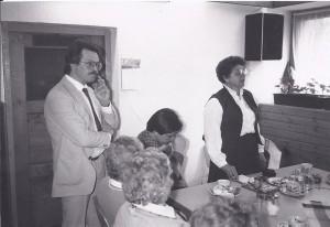 Hr. Kollmann stehend mit unbekannte Dame, SW